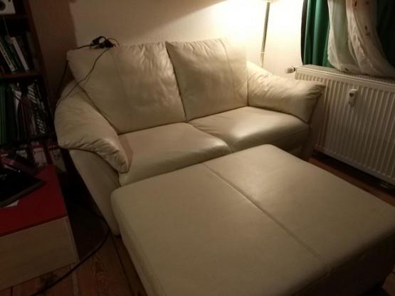 Sofa und Fussablage zu verschenken Abholung heute 15 06
