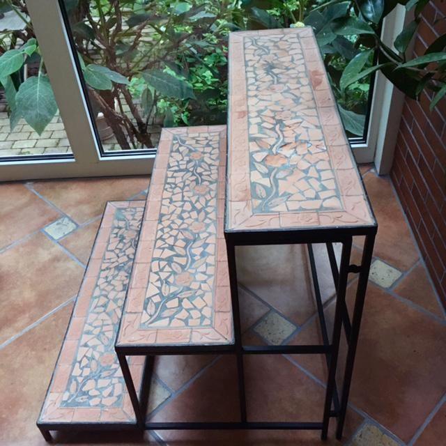 3-stufige Blumenbank mit Terracotta-Regalböden zu verschenken in ...