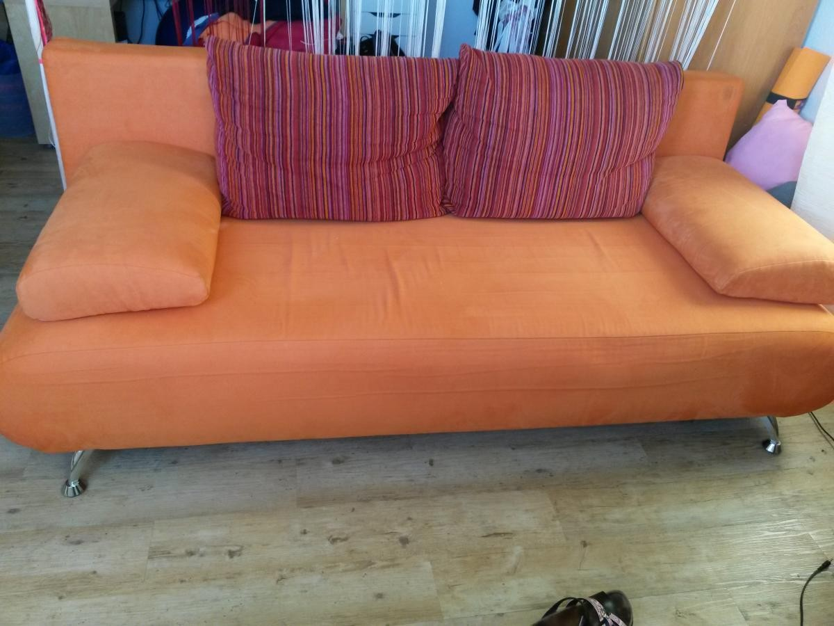 orange schlafcouch