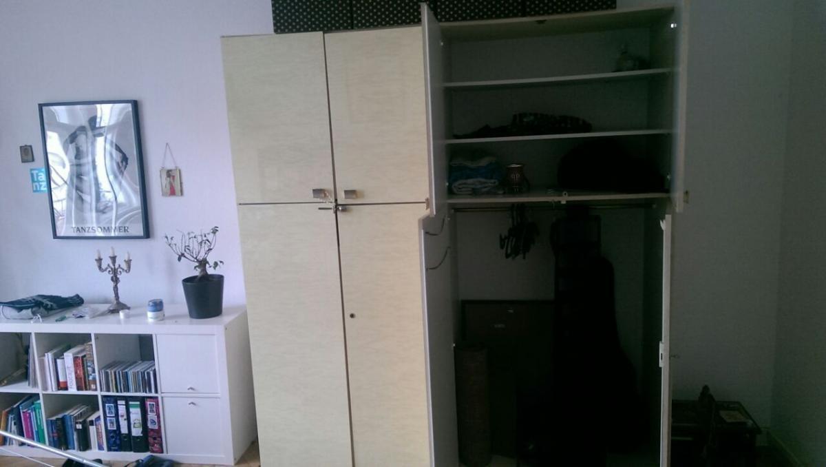 vintage schrank zu verschenken zu verschenken in berlin free your stuff. Black Bedroom Furniture Sets. Home Design Ideas