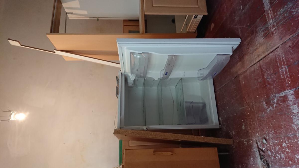Kühlschrank + Küchen-Hängeschränke zu verschenken in Berlin | Free ...