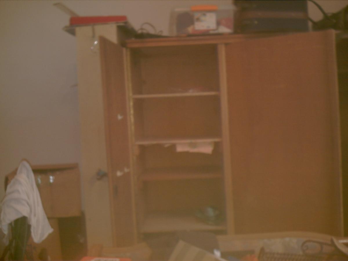 3 t rigen kleiderschrank zu verschenken in mettmann free. Black Bedroom Furniture Sets. Home Design Ideas