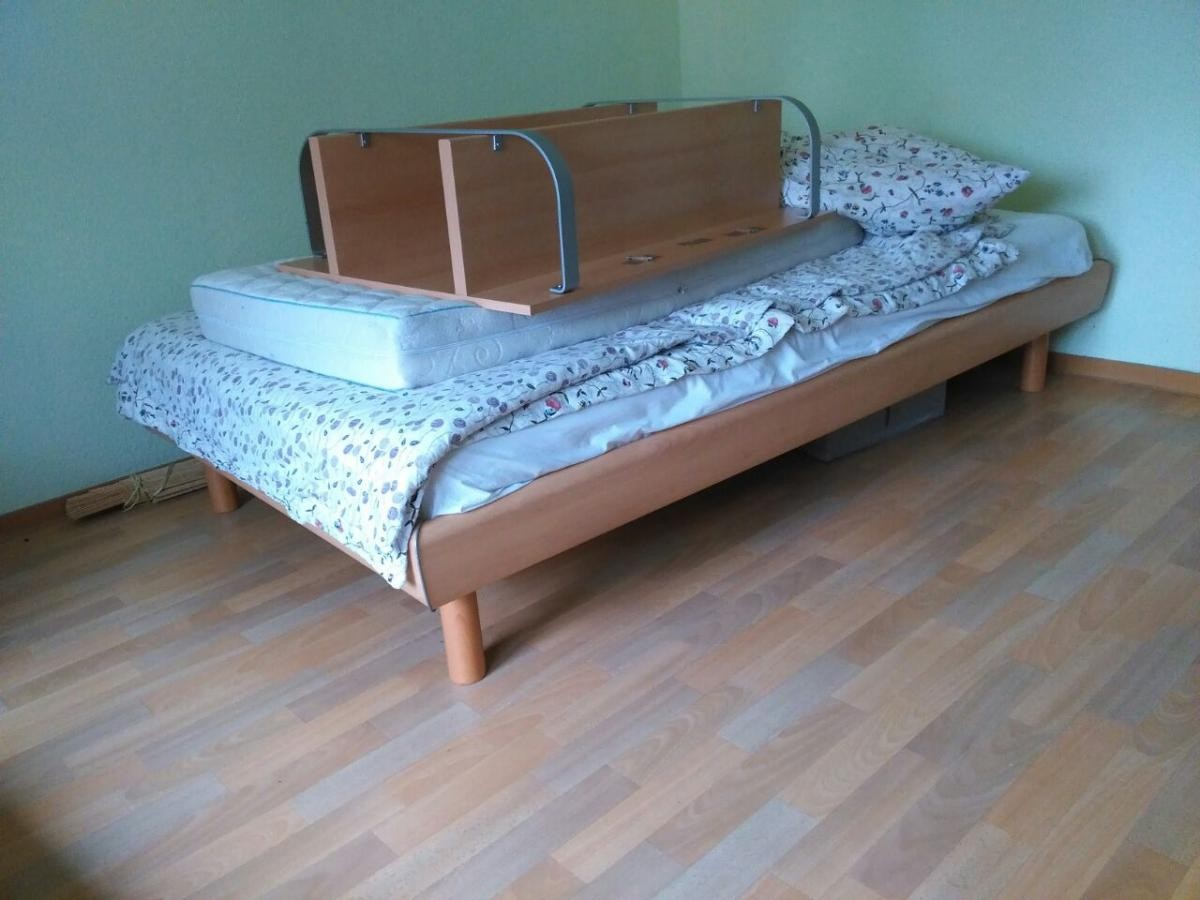 schlafzimmer mit nachttisch zu verschenken in mannheim free your stuff. Black Bedroom Furniture Sets. Home Design Ideas