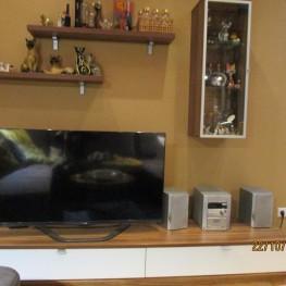 Wohnwand bestehend aus TV-Element, 2 Regale und Hängevitrine