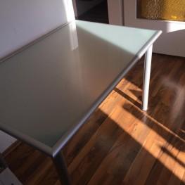Glasschreibtisch von IKEA 1