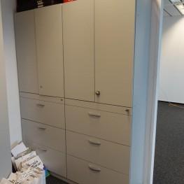 Grauer Doppelbüroschrank mit Aktenschubladen 2