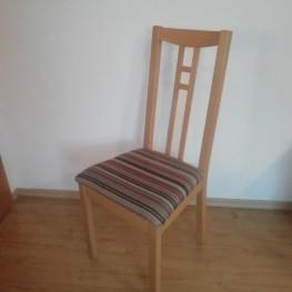 Vier Stühle abzugeben