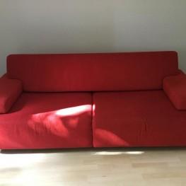 Rote Rolf Benz Couch in super Zustand abzugeben