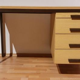 Solider Schreibtisch 2