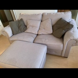 Sofa mit Fußhocker