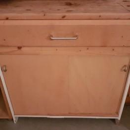 Verschiedene Aufbewahrungsschränke aus Holz 2