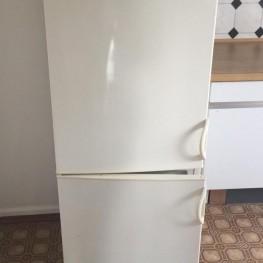 Kühl-/Gefrierkombination zu verschenken