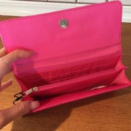 Neue Damenbörse im Pink 1