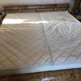 Wasserbettenmatratze, dual, 180x 200 cm, 3 Jahre alt ohne Bettkasten. Inkl. Keilrahmen, Heizung, Untergestell und Überzug. *** Nur Abholung! *** 2