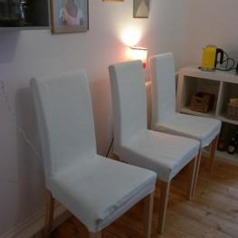 3 Esstisch-Stühle 1