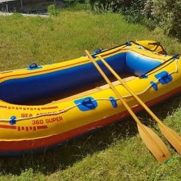 Schlauchboot groß. Spaß für Familie und Freunde.