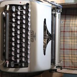 Schreibmaschine Adler 2
