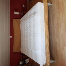 Schlafzimmerschrank, Kommode und Rattanbett