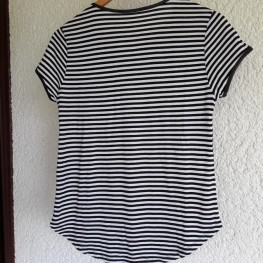 schwarz- weiß gestreiftes T-shirt mit Reißverschluss 2