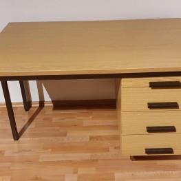 Solider Schreibtisch 1