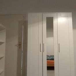 Weißer Ikea Schrank mit Spiegel