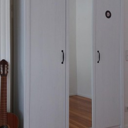 Weißer Kleiderschrank 3-türig