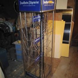Zeitungsständer aus Ladeneinrichtung