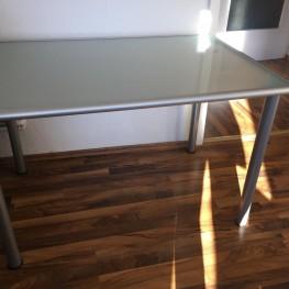 Glasschreibtisch von IKEA