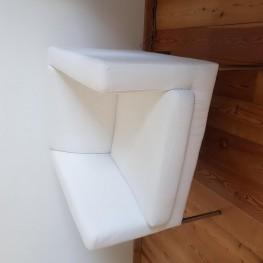 Weisser IKEA Sessel