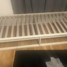 Bett mit Lattenrost und Matratze 1