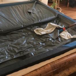 Wasserbettenmatratze, dual, 180x 200 cm, 3 Jahre alt ohne Bettkasten. Inkl. Keilrahmen, Heizung, Untergestell und Überzug. *** Nur Abholung! *** 1