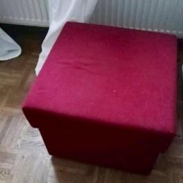 Rote Schlafcouch mit Zustellwürfel 2