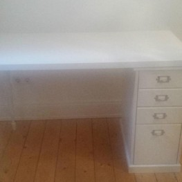 Ikea Schreibtisch zu verschenken!