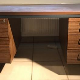 Schreibtisch in Nussbaum-Optik