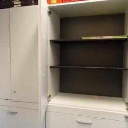 Grauer Doppelbüroschrank mit Aktenschubladen