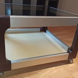 Rollbarer kleiner Glastisch / Couchtisch