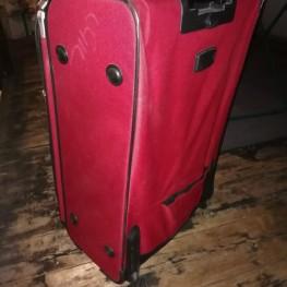 Großer roter Koffer 1