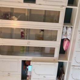 Sehr schöner weisser Wohnzimmer Schrank zu verschenken  1