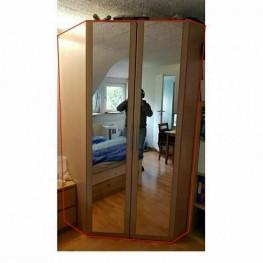 Kleiderschrank mit großen Spiegeln